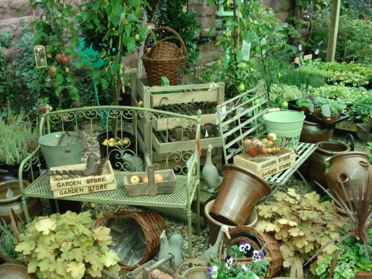 Images from Ross Garden Store